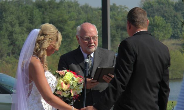 It's a Holiday Wedding! Should you get married on a holiday?